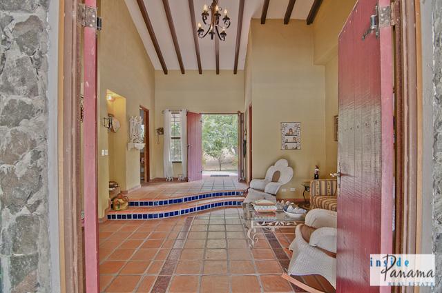 Las Lagartijas Panama Real Estate REDUCED!! Spacious, Ranch Home for Sale in Las Lagartijas, Panama (Pacific Beaches) 10