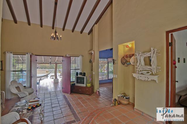 Las Lagartijas Panama Real Estate REDUCED!! Spacious, Ranch Home for Sale in Las Lagartijas, Panama (Pacific Beaches) 3
