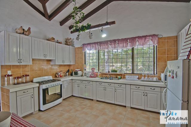 Las Lagartijas Panama Real Estate REDUCED!! Spacious, Ranch Home for Sale in Las Lagartijas, Panama (Pacific Beaches) 4