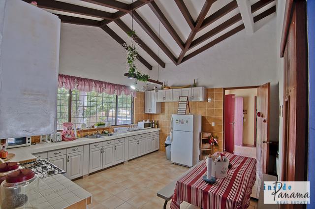 Las Lagartijas Panama Real Estate REDUCED!! Spacious, Ranch Home for Sale in Las Lagartijas, Panama (Pacific Beaches) 5