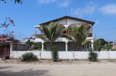 Ecuador - Ballenita-Many Possibilities: Fantastic location in Ballenita with 500m2 of land. 2 floors