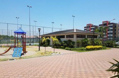Ecuador - Guayaquil La Romareda: Beautiful Top Floor Condo