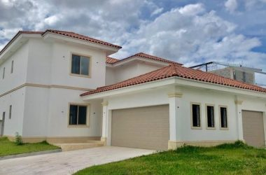 Panamá Panama - Casa en Fairway Estates / Santa María