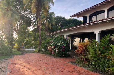 Panama - Ocean front home with Pool and Detached casita for sale