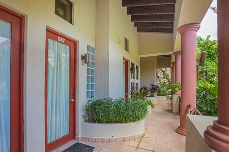 Roatan-Honduras-property-roatanlife1206-1.jpg