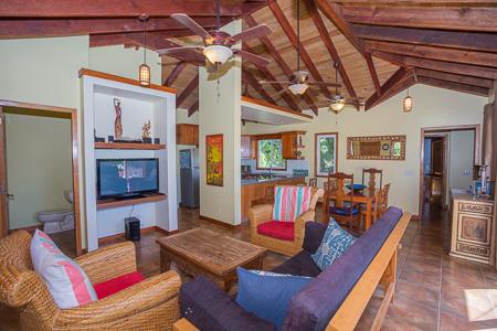 Roatan-Honduras-property-roatanlife1202-3.jpg