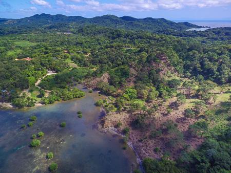 Roatan-Honduras-property-roatanlife1212-1.jpg