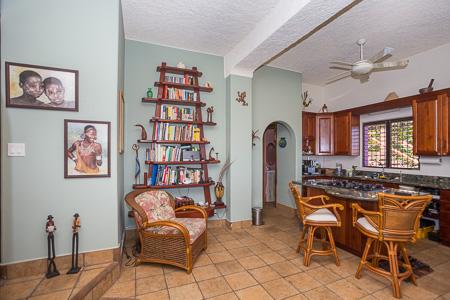 Roatan-Honduras-property-roatanlife1219-2.jpg