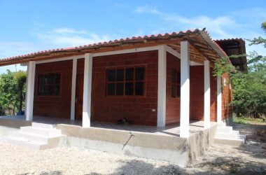 Ecuador - Brand New Dos Mangas Beauty: Private-Tranquil- Lots of Space-Minutes to the Beach