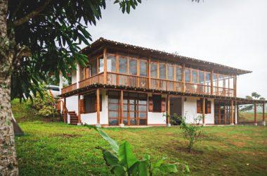 Olón Ecuador - Olon-San Vicente de Loja:  Fabulous Hacienda Nestled in the Hills Above Olon