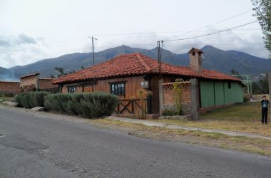 Quiroga - Cotacachi Ecuador - Country Home With Great Bed and Breakfast potential