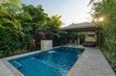Uvita Costa Rica - 0.33 ACRES – 3 Bedroom Luxury Villa W/Pool, Walk To Beach + Room To Build, Great Rental Income!!!