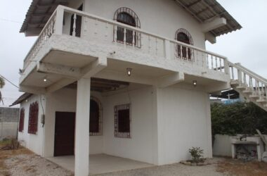 Ballenita Ecuador - Ballenita- Large Home with Upper Suite: The Home Needs Some Work But it is Priced To Sell
