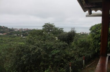 Montañita Ecuador - Nestled in the Hills with Spectacular Ocean Views-Quite,Safe and perched on a hill overlooking the beautiful Pacific Ocean and the Surf Capital on Ecuador.