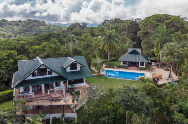 Dominical Costa Rica - Idyllic Estate located on over 5 Acres of Land in Lagunas
