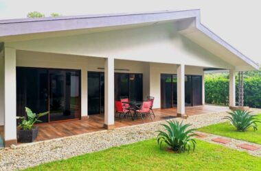 Uvita Costa Rica - 0.15 ACRES – 2 Bedroom Contemporary Home Easy Walk To The Beach At A Great Price!!!!