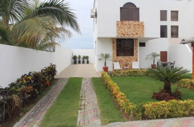 San Pablo Ecuador - Beautiful Home-Safe Quiet Area-Three Levels-Beach Lovers Retreat. Away from Large Crowds but with Easy Access to Everything – Look No More -This is the Place.