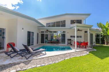 uvita Costa Rica - 0.23 ACRES – 3 Bedroom Modern Home With Pool Walking Distance To The Beach!!!!