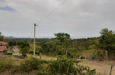 Olón Ecuador - In The Jungle The Mighty Jungle is a Killer Lot: Amazing Panoramic Ocean Views. Great Location Close to Town