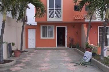 Ballenita Ecuador - Amazing Opportunity- Ocean View Home-Close to Capaes – Two Houses in Excellent New Like Condition for the Price of One. Great Investment