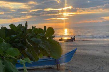 Playa De Paufi Ecuador - Make Some Waves In Playa De Paufi